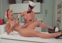Spettacolare sesso lesbo in cucina